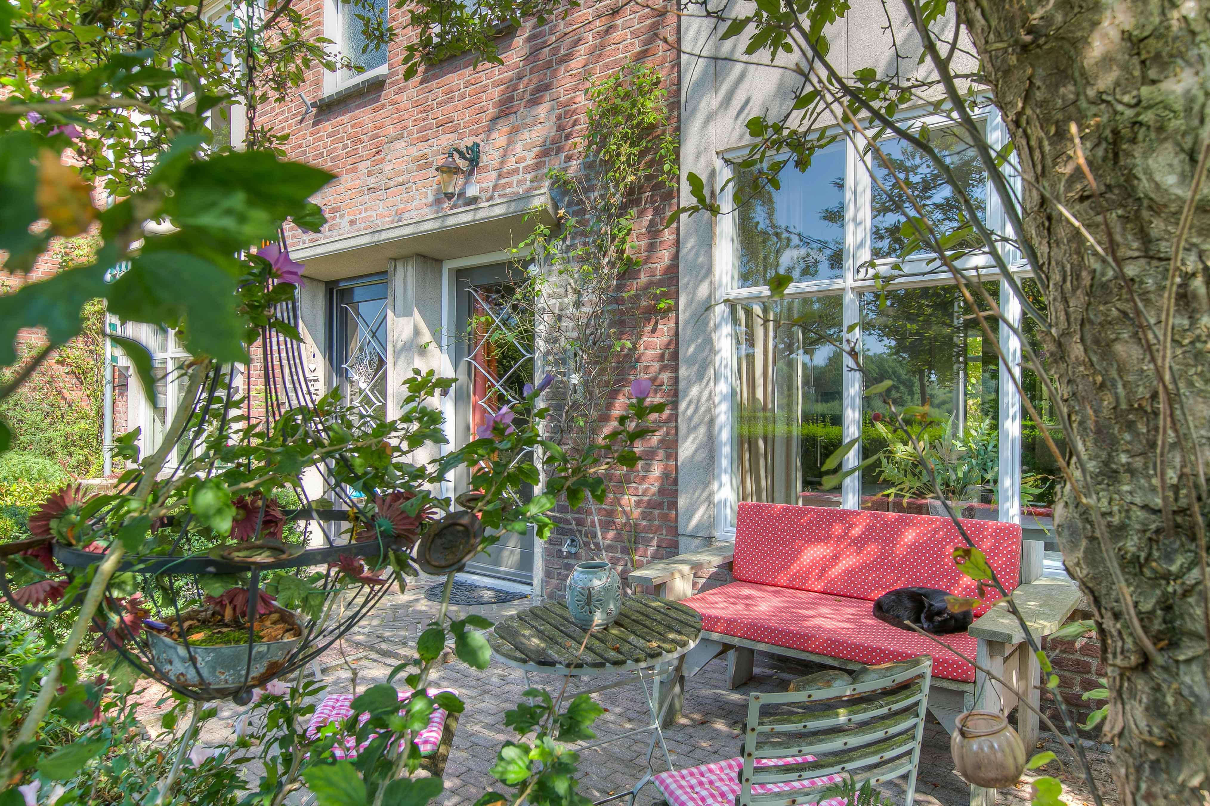 Authentieke Details Behouden : Karaktervolle gerenoveerde middenwoning rh vastgoed & media